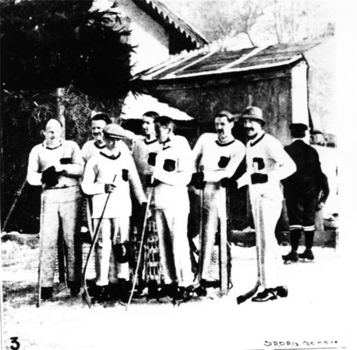 1910 - ЧЕ - Первые чемпионы.jpg
