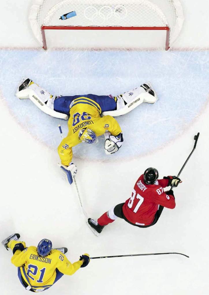 S.Crosby_goal_2014.jpg