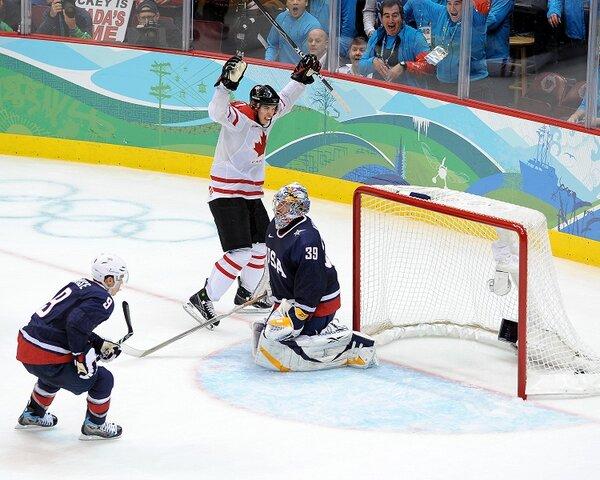 Sidney_Crosby_2010_goal.jpg