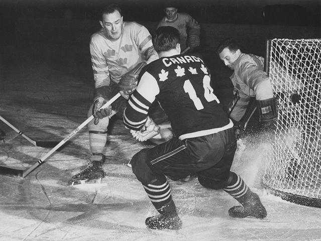 ЧМ - 1958г.  Канада - Швеция  10-2.jpg