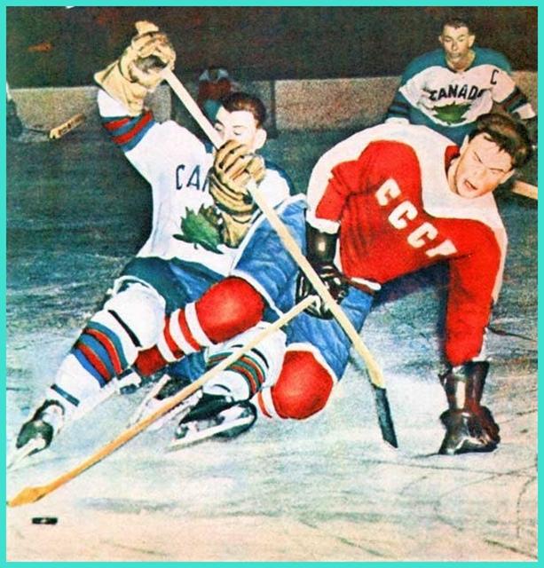 1959 год, чемпионат мира, матч СССР - Канада, в борьбе с канадцем Виктор Якушев!.jpg