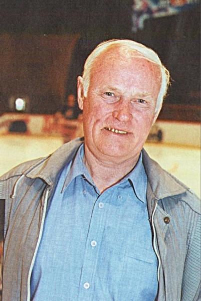 Легендарный защитник команды «Дзержинец» (Новосибирск) 1955-56, 1956-57.  МИХАЙЛОВ Юрий Николаевич..jpg
