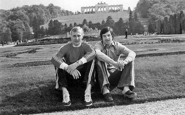 Александр  Гусев  и  Валерий   Харламов,  во  время  Венского  чемпионата  1977 года..jpg