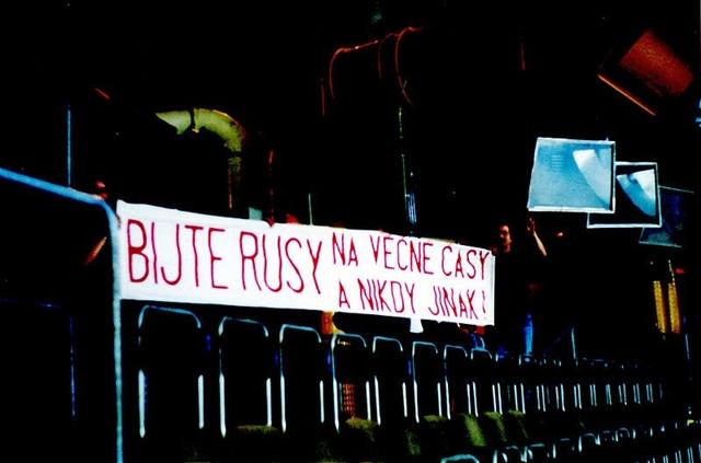 В  течении всего  чемпионата   чешские  болельщики  проявляют  банер  в  знак  протеста  против  российской  оккупации  времен  Пражской  весны..jpg
