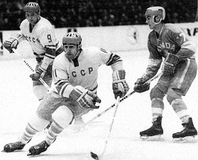 4.12.1969 г.  ПИ -  СССР - Канада.  Анатолий  Фирсов (11)  и  Виктор  Полупанов (9).jpg