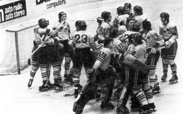 Шведские  хоккеисты  -  серебряные  призеры..jpg