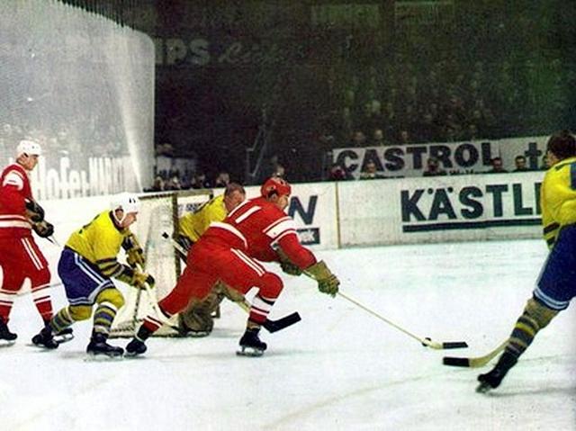 СССР - Швеция  в  атаке  Анатолий  Фирсов..jpg