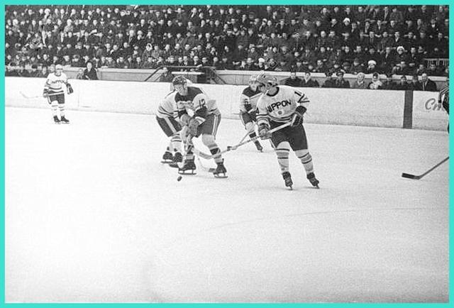 1971 год, играют СКА Хабаровск - Сборная Японии..jpg