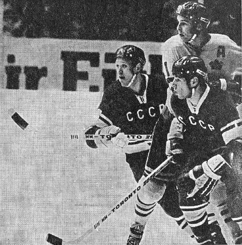 СССР - Швеция  Владимир  Петров и Валерий  Харламов, швед  Турд  Лундстрем..jpg