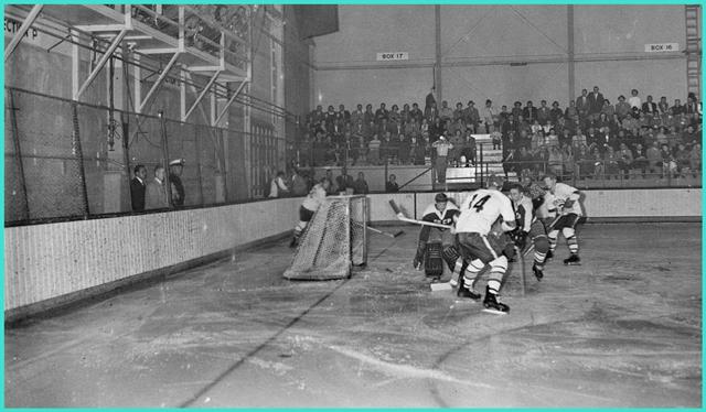 1960 год, команда Университета Денвера против Советской олимпийской сборной., матч завершился вничью 2-2..jpg