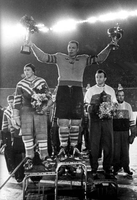 ЧМЕ - 1957г.  Николай   Сологубов (СССР),  Ларс  Бьерн ( Швеция)  и  Карел  Гут  (ЧССР).jpg