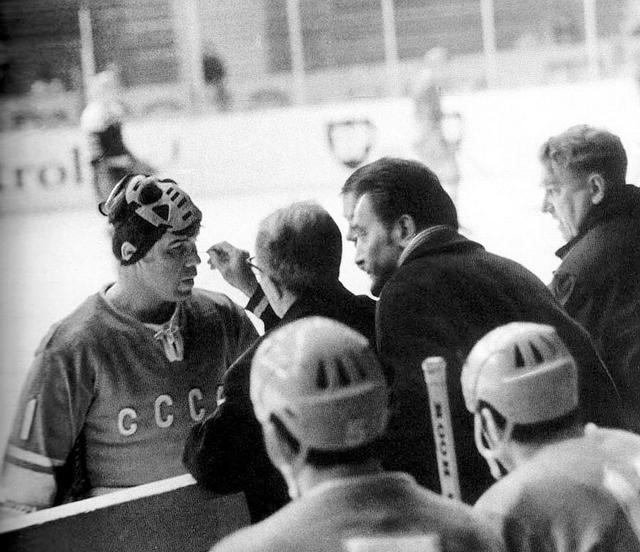СССР - ГДР  Виктор  Коноваленко  получил  повреждение..jpg