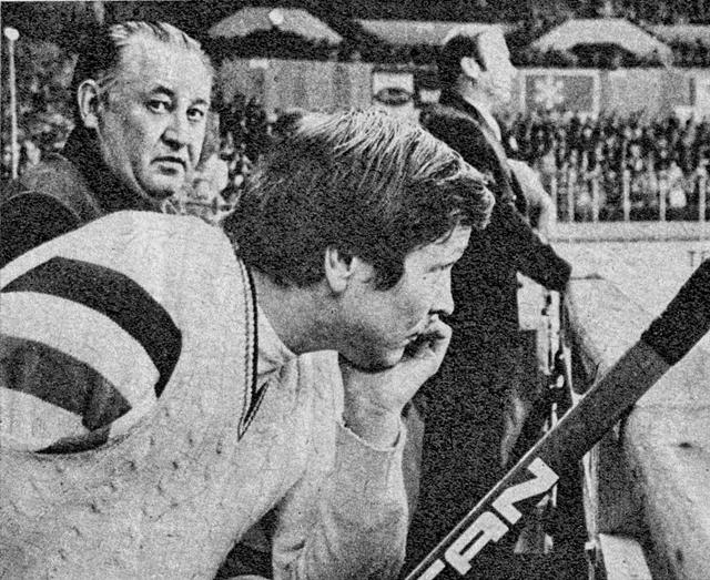 1977г.  Александр  Мальцев, позади  тренеры  Борис  Кулагин,  и  Константин  Локтев..jpg