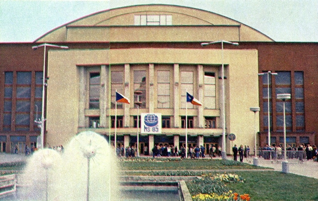 Ледовая  арена  в  Праге  (   спортивный  зал  CSTV).jpg