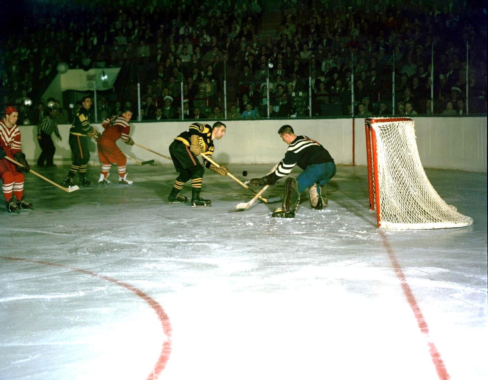 Dunlop.vs.Ru. Toronto.nov-57. Tjerep.o.Ivanov. Erkin.jpg