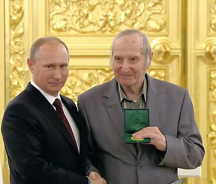 Sjuvalov.vs.Putin.JPG