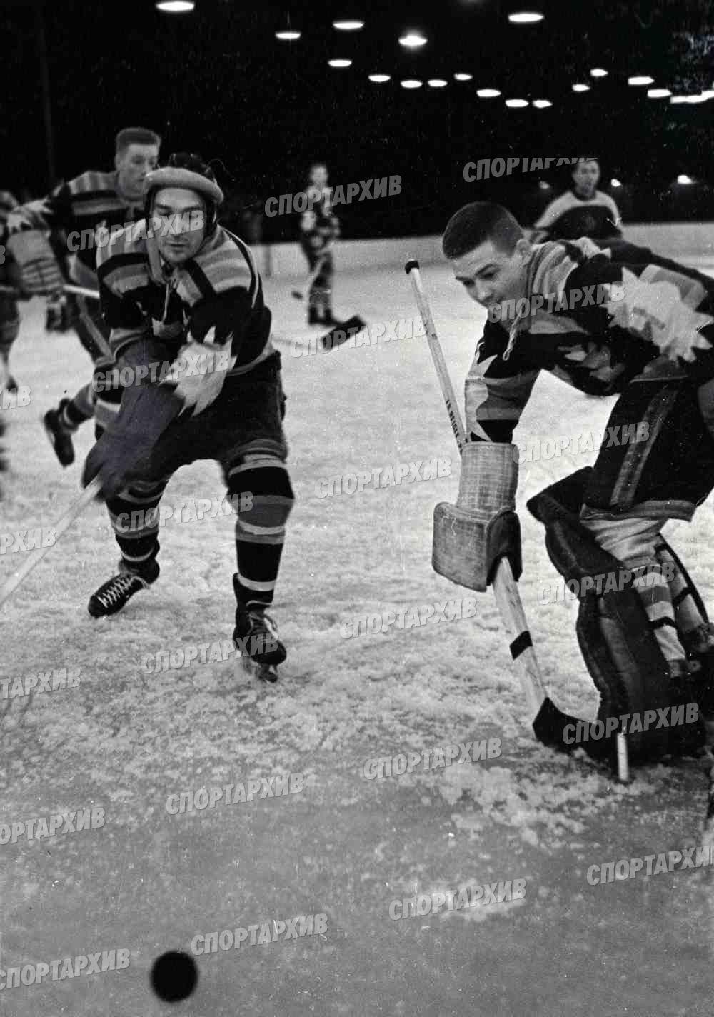 Свенссон Ч 05-вратарь 1959-03-02 Динамо М-Сб Юргордена и Седертелье Швеция.jpg