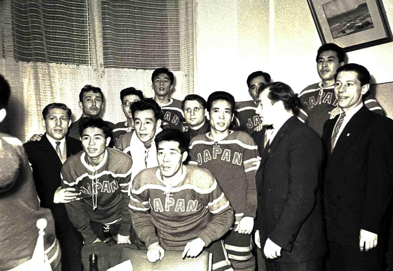10202-09 1957-02 Локомотив-Япония.jpg