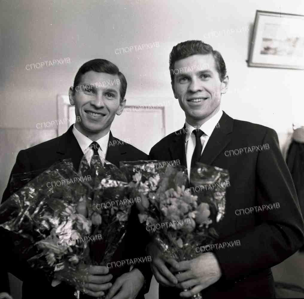 Майоров Е 01 Майоров Б-спр 1963-03 встреча хоккеистов с ЧМ - Москва.jpg