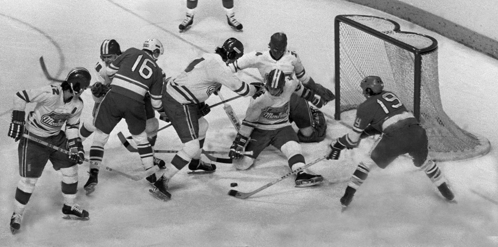 Montreal Juniors vs Soviet Selects, Dec. 1974 2.jpg