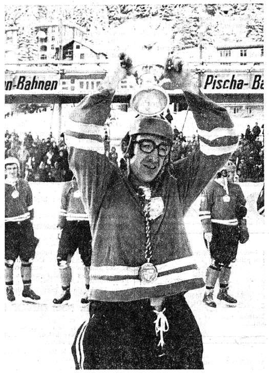 Йозеф Буковински с Кубком Шпенглера 1974-75..jpeg