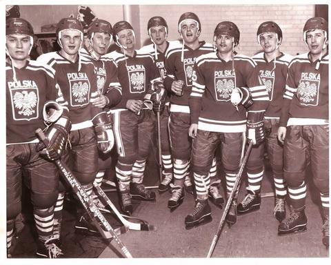 3.-Olimpiada-w-Lake-Placid-rok-1980-pierwszy-z-prawej-Tadeusz-Obloj.jpg